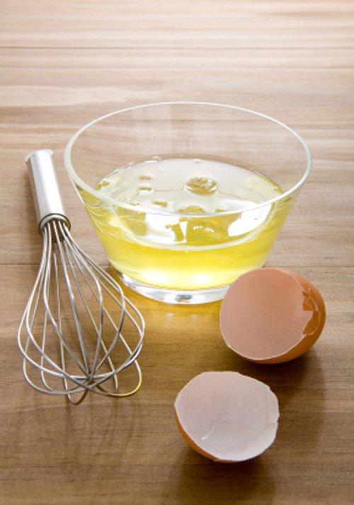 Полезно ли мыть волосы яйцом. Моем голову яйцом правильно.