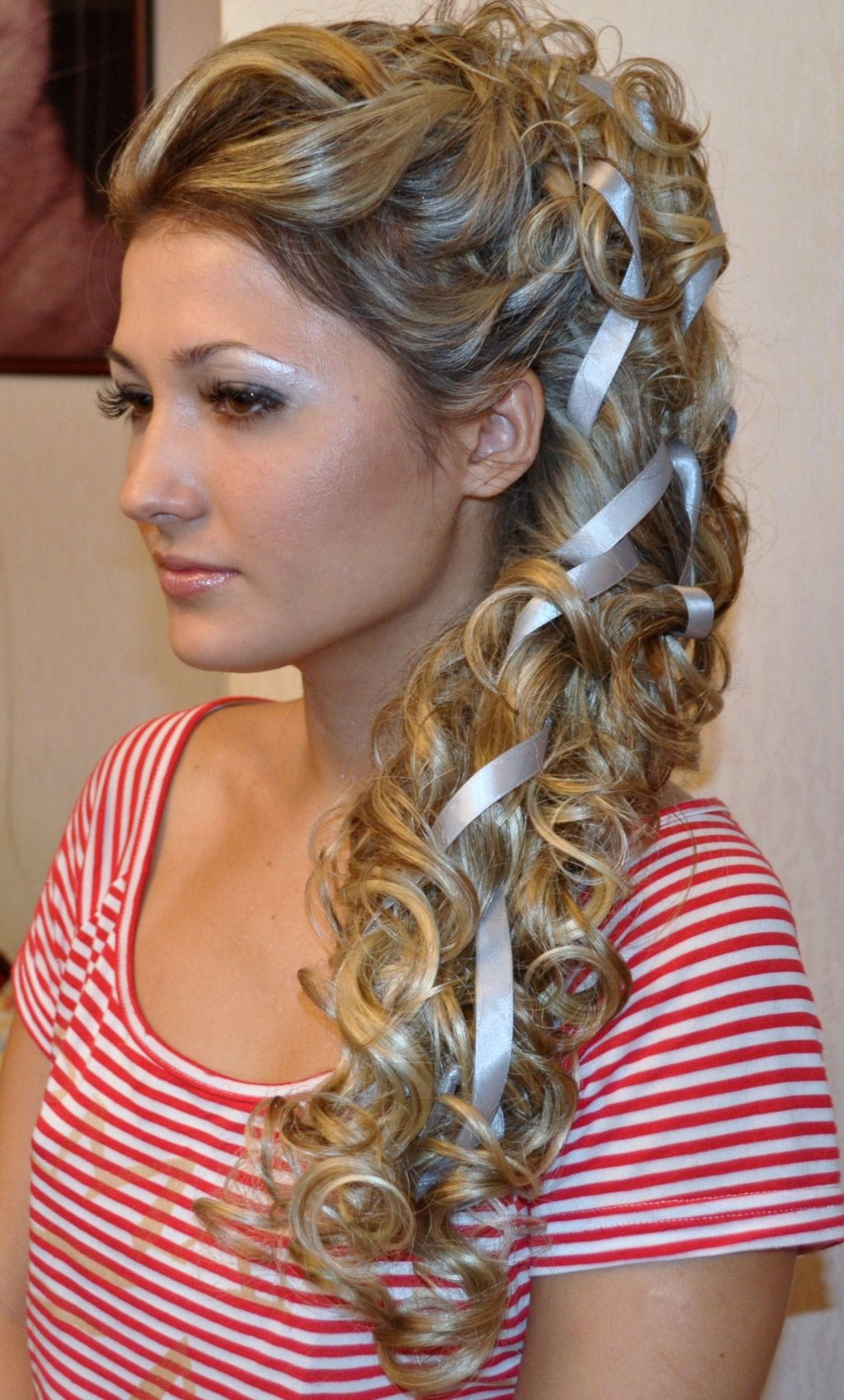 Orta saçlı Yunan tarzında saç stili